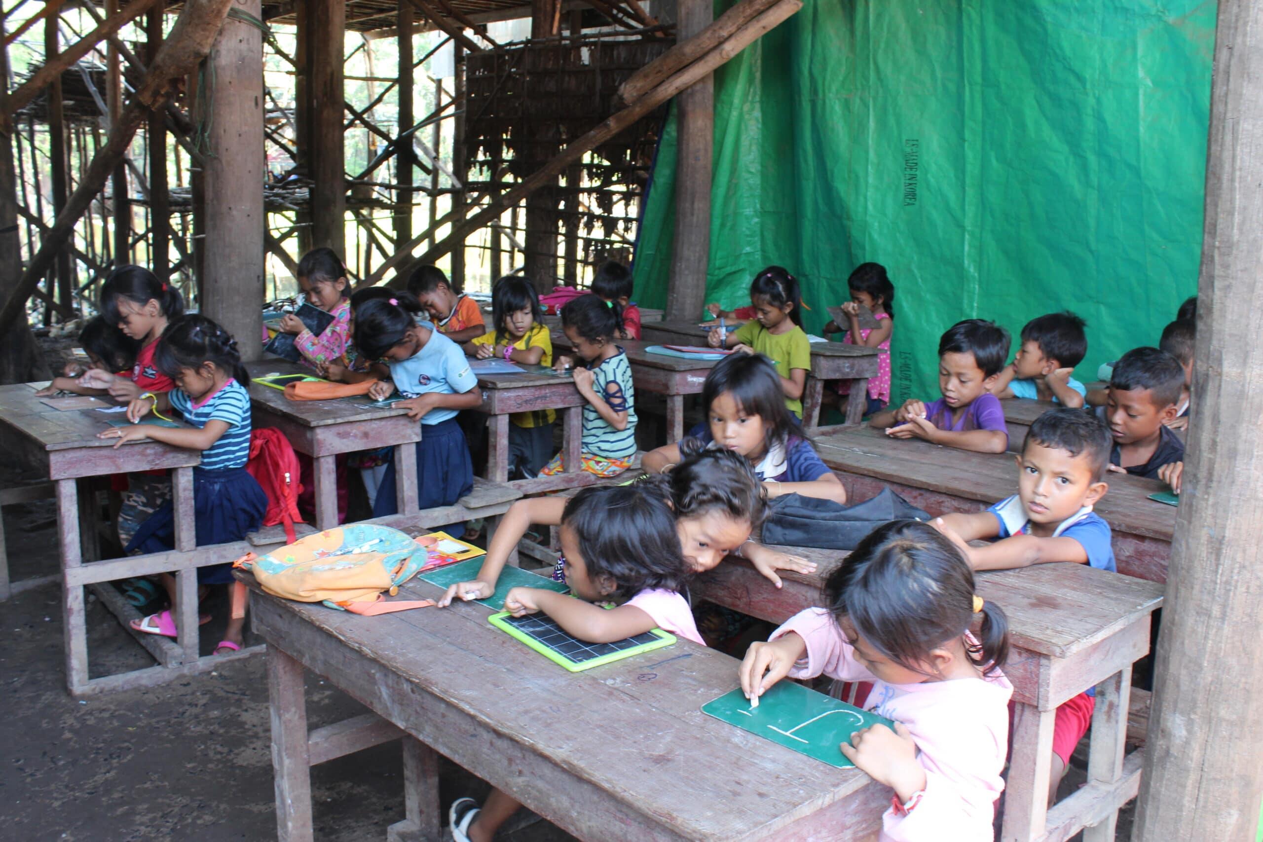 écoliers du lac Tonlé Sap